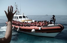 Menekülteket szállító csónakra lőttek rá marokkói haditengerészek