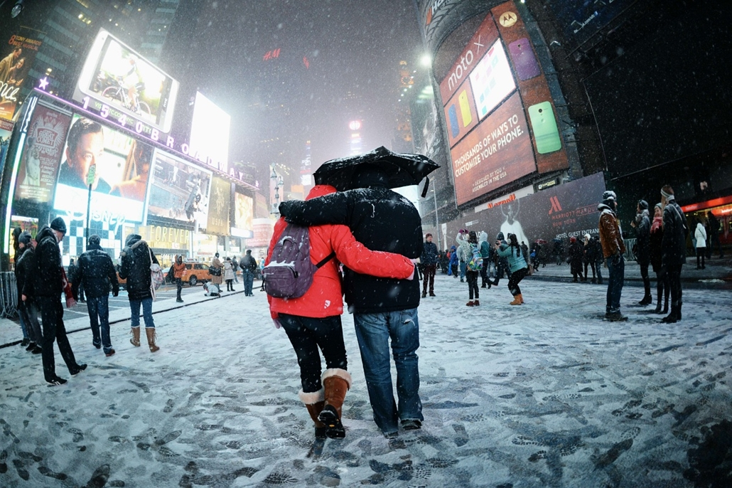 afp.14.01.06. - New York, USA: - törölt járatok a reptéren - havazás, időjárás