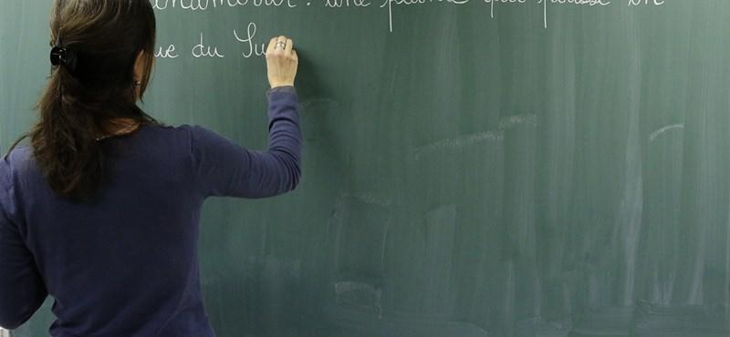 Megszüntethetik az iskolákban az ellenőrzőket és osztálynaplókat