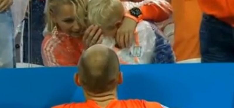 Megható videó: Robben kisfia vígasztalhatatlanul sírt a vereség után