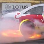Videó: Így kell lángra lobbantani egy NASCAR-os versenygépet