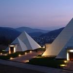 Ön dolgozna piramisban? És bunkerban? - extrém irodaházfotók