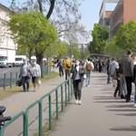 Videó: Több száz méter hosszú sor állt a Honvédkórház előtt
