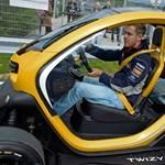 Mit tud egy F1-es világbajnok elektromos hajtású autóval? - videó