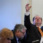Újpest fideszes polgármestere írásbeli garanciát kér a képviselőjelöltektől, hogy nem visznek bevándorlókat a kerületbe