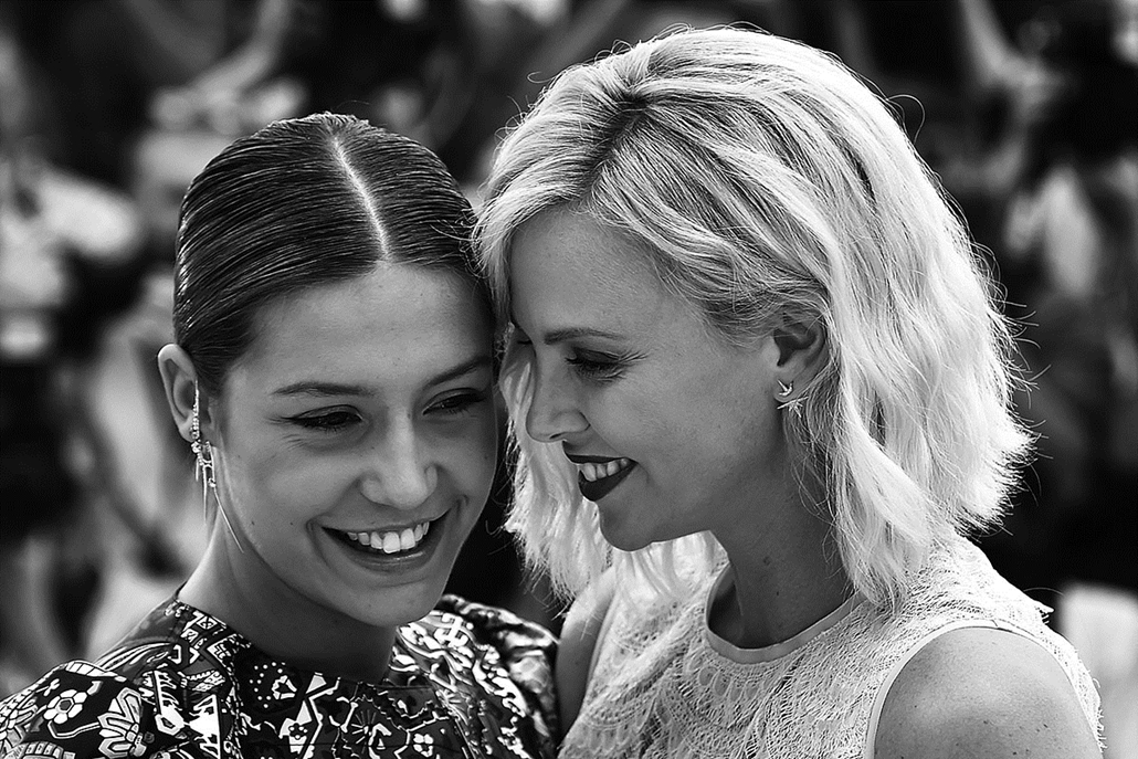 afp.16.05.21. - French actress Adele Exarchopoulos (L) and South African-US actress Charlize Theron - Cannes-i Filmfesztivál feketén-fehéren, Nagyítás