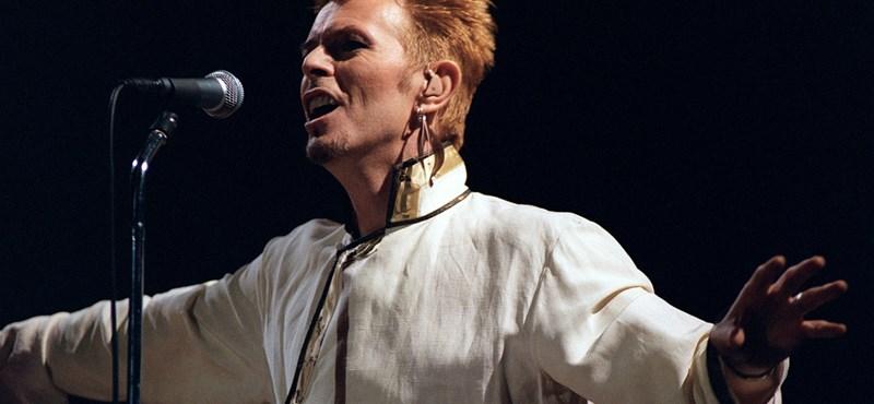 Két napja avatták fel, de máris megrongálták a David Bowie-szobrot