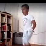 Videó: Így járja a rábaközi néptáncot egy 11 éves afgán menekült