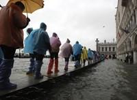 Víz alatt Velence – nézegessen fotókat!