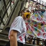 Több ezren az utcákon, Parlamentre ragasztott követelések - ilyen volt a tegnapi tüntetés