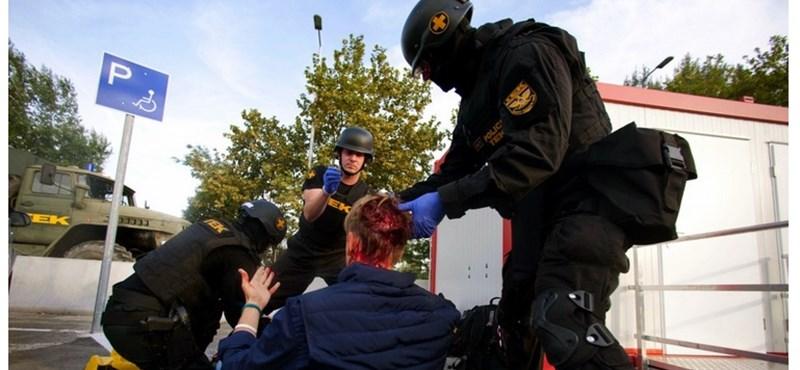 Levélben fakadt ki a rendőrök miatt a Röszkénél megvert lengyel újságíró