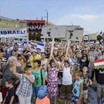 Fotók: Izrael mellett és ellen tüntettek Debrecenben