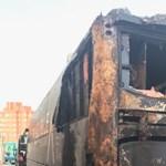 Felgyújtották egy bringás csapat buszát a Vueltán