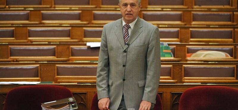 BM-államtitkár: Nincs Ghaith Pharaon nevű ember Magyarországon