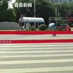 Videó is van az okos gyalogátkelőről, amire lecserélték a sípoló rendőröket