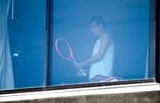 Australian Open: Két koronavírusos játékost találtak