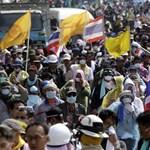Thaiföldön is a kormány ellen tüntetnek