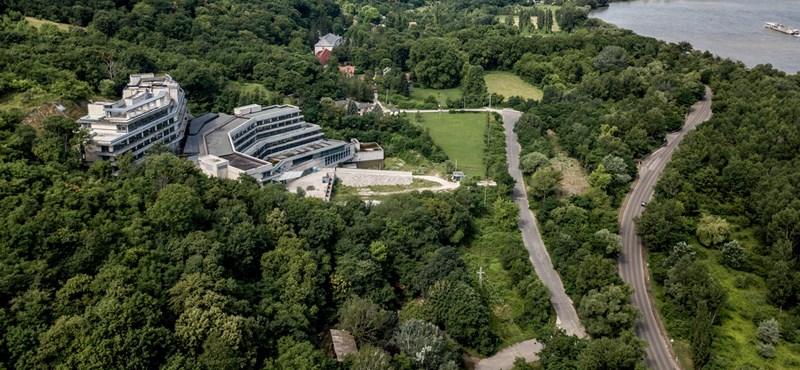 Még nagyobb lehet Tiborcz üveghegye a Dunakanyarban