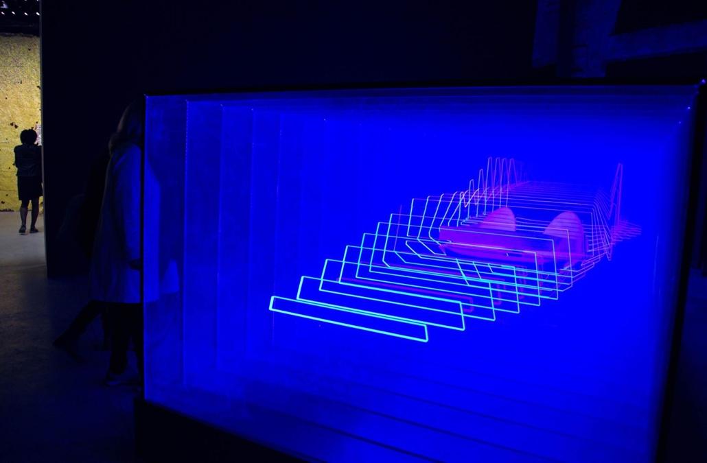 kka. Nagyítás 58. Velencei Biennálé Marko Peljhan szlovén alkotó műve arra mutat példát, hogy a digitalizácihóz szokott látásunkat milyen könnyű becsapni.