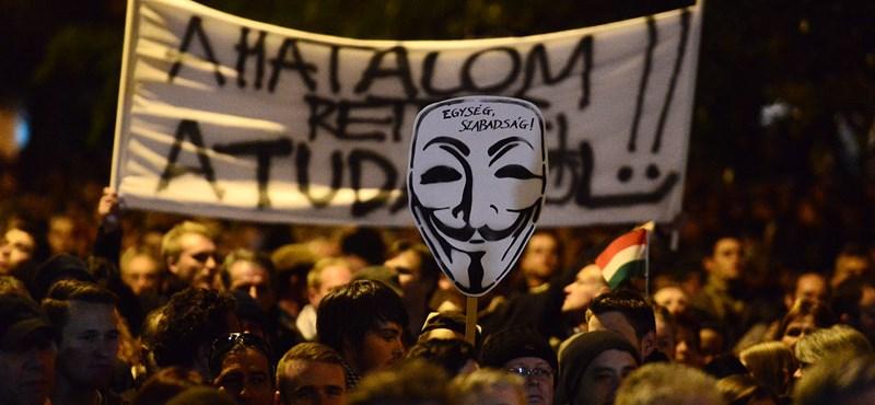 Tüntetnek a Belvárosban