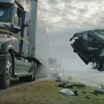 A nap videója: Ezért ne fékezzen be senki egy kamion előtt
