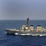 Amerikai rombolókat vezényeltek a líbiai partokhoz