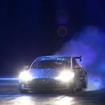 Itt az első adat arról, mit tud a versenyautóvá alakított Tesla