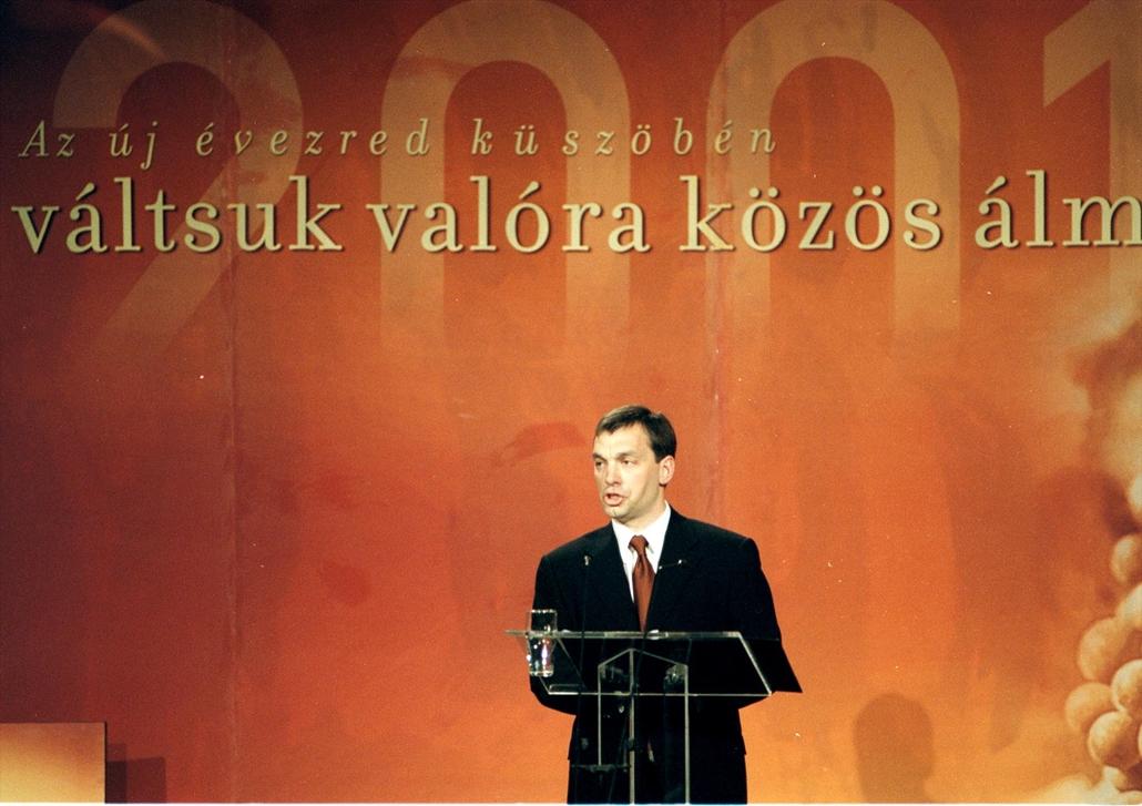 e! 01.02.01. Orbán Viktor miniszterelnök a Batthyány Alapítvány meghívására immár hagyományos országértékelő beszédét tartja a Pesti Vígadóban 2001. február 1.