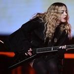 Pécsen rakták össze Madonna koncertfelszerelését?