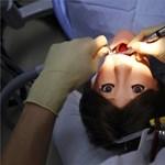 Roboton gyakorolnak a japán fogászhallgatók