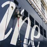 Óriási konnektorok épülnek a kikötőkben, újabban azokra kötik rá a hajókat