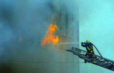Videón, amit sohasem láthat: ez történik, amikor tárcsázza a tűzoltókat