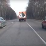 Tilosban előzött a Nissan sofőrje, nem kellett volna – videó