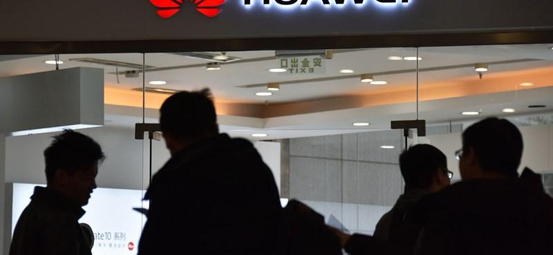 Kirúgták a kémkedéssel vádolt Huawei-alkalmazottat