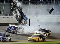 Lángoló balesettel ért véget az idei Daytona 500-as – de nem ettől a legamerikaibb a szeszcsempészek unokáinak versenye
