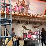 Így dobol a Foo Fighters-vezér 8 éves kislánya – videó