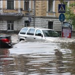 Menteni kellett az embereket Moszkvában, annyi eső hullott – fotók