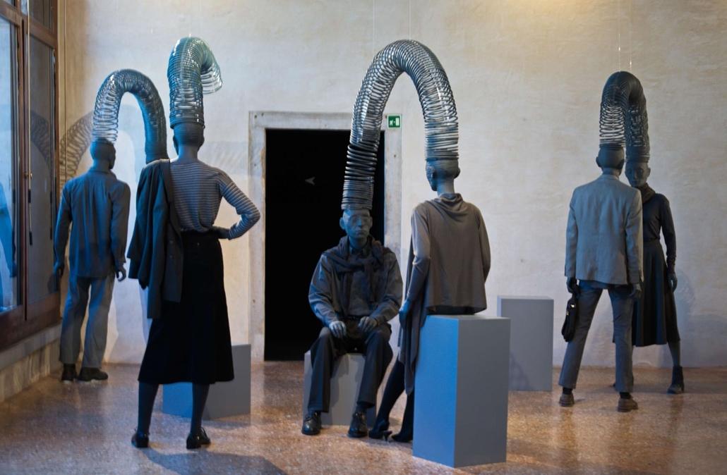 kka. Nagyítás 58. Velencei Biennálé Az azeri pavilon kiállítói abban látják sok nemzetiségű országuk sikerét, hogy megtanultak egymással kommunikálni, egymást megértani