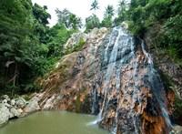 Szelfihalál történt egy thaiföldi vízesésnél
