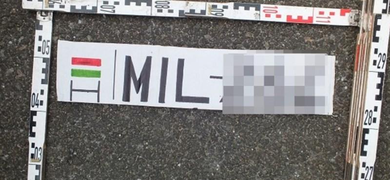 Filctollal rajzolt rendszámmal bukott le egy autós az M3-ason – fotók