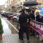 Esernyőt kaptak a trollkodó fidelitasosok a Momentum fórumán