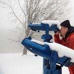 Fotók: Hó és köd borítja a Kékestetőt