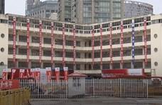 Robotlábakon sétált odébb egy 7 ezer tonnás épület Kínában – videó