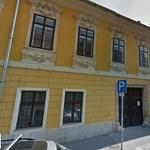 A budavári polgármester szerény összegért húzza meg magát a saját kerületében