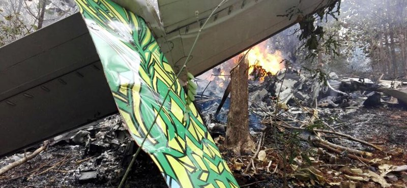 12 ember meghalt, miután lezuhant a repülő, amellyel már a felszálláskor gondok lehettek