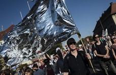 Több mint 200 ezren tüntettek Berlinben az idegengyűlölet ellen