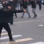Rálőttek a volt kirgiz államfő autójára, rendkívüli állapotot hirdettek a fővárosban