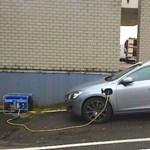 Ez a kép az elektromos autók legnagyobb hátba szúrása, de vicces