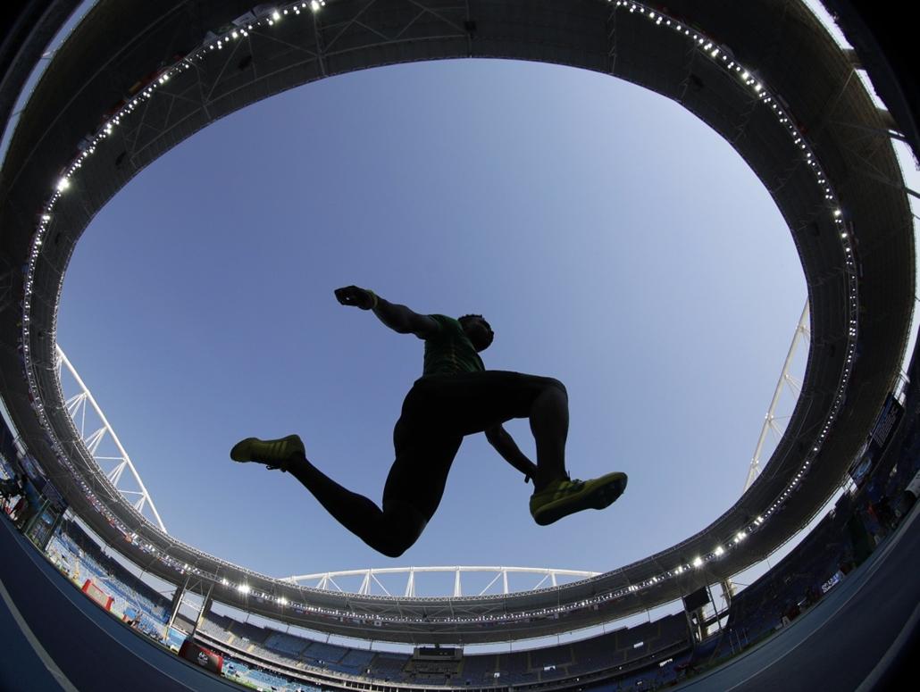 AP_! - aug.29-ig_! - 16.08.15. - Atléta a férfi hármasugrás selejtezőjében augusztus 15-én. - olimpia, riói olimpia 2016, olimpia 2016
