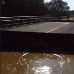 Elmosott az áradás egy hidat Nagyatádnál - videó